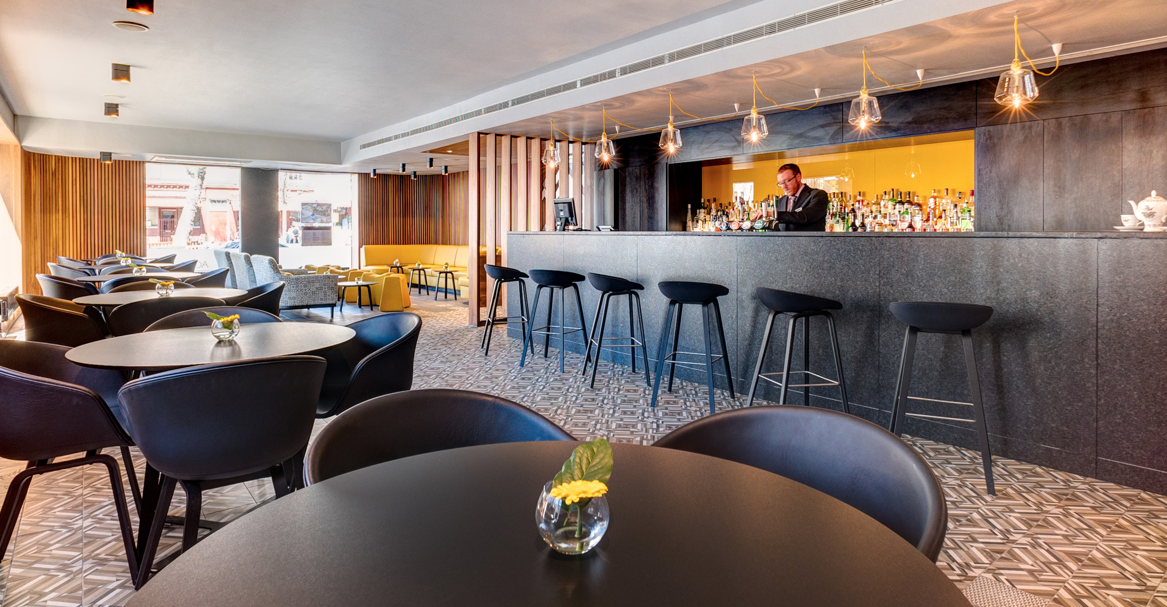 apex-hotel-edinburgh-moleta-munro-table-chairs-lights